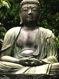 green-buddha-statue-worship